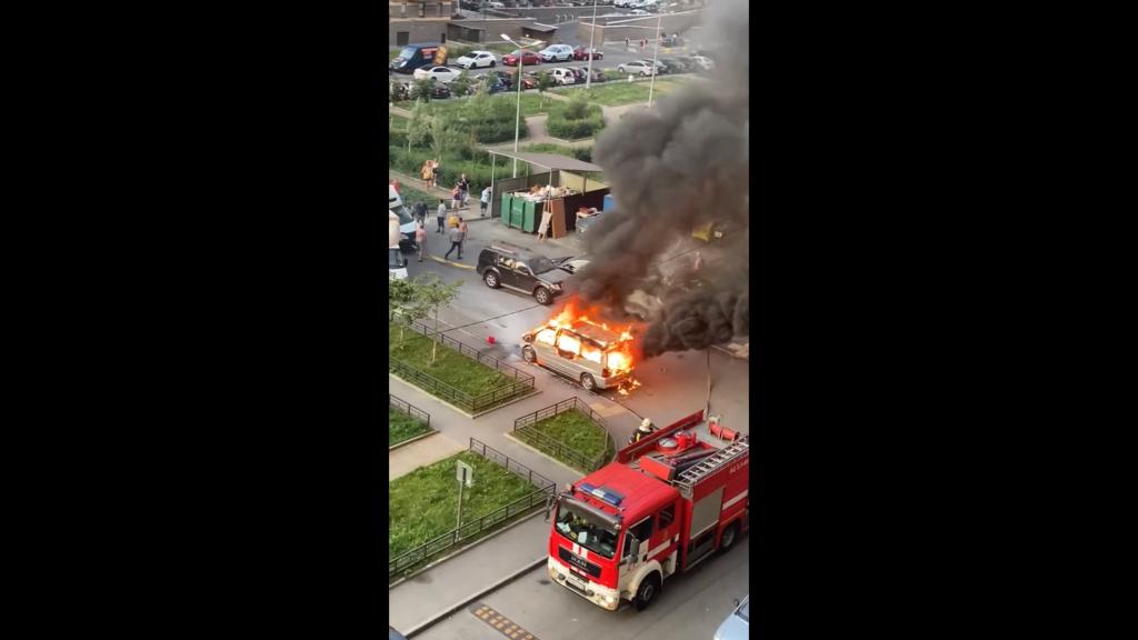 В Выборгском районе пожарные потушили Мерседес