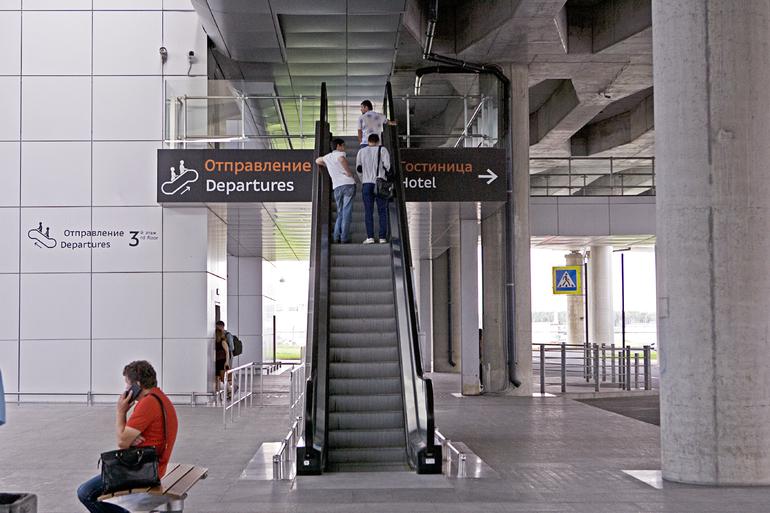 В Первомайском египтянин отобрал у жены детей и поехал в аэропорт Пулково
