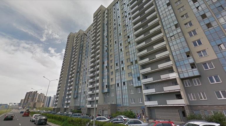 На Маршала Казакова жители потушили загоревшийся балкон до прибытия пожарных