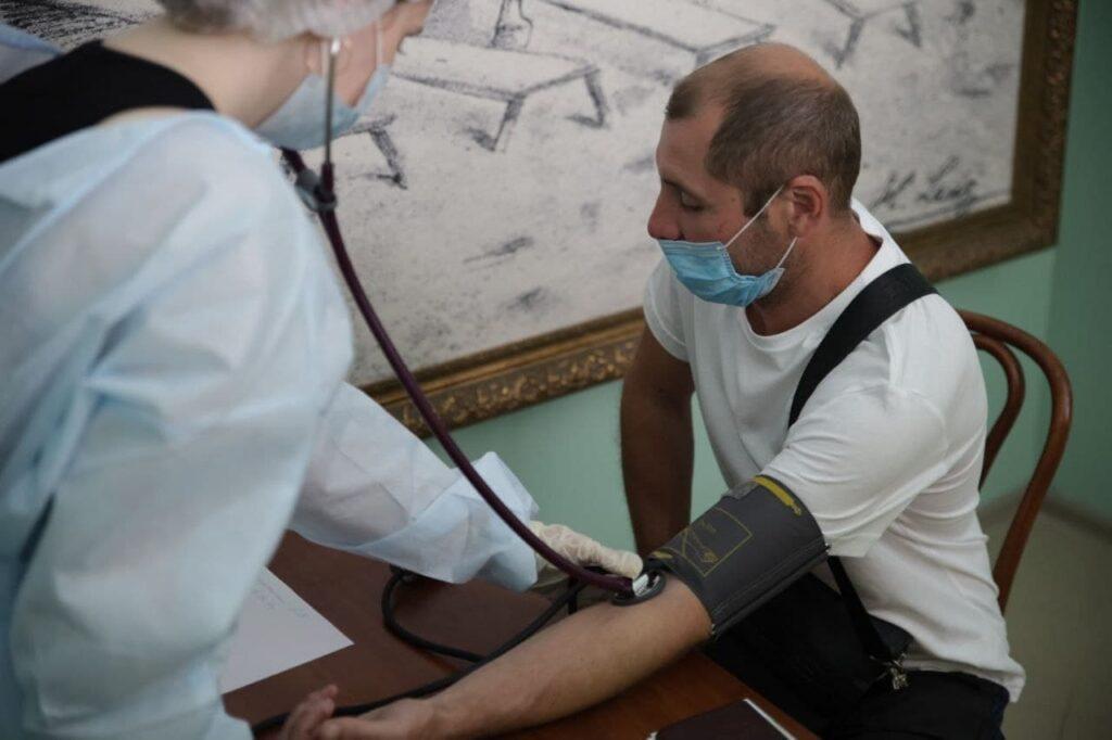 В Тихвине два заведения общепита получили паспорта коллективного иммунитета к COVID-19