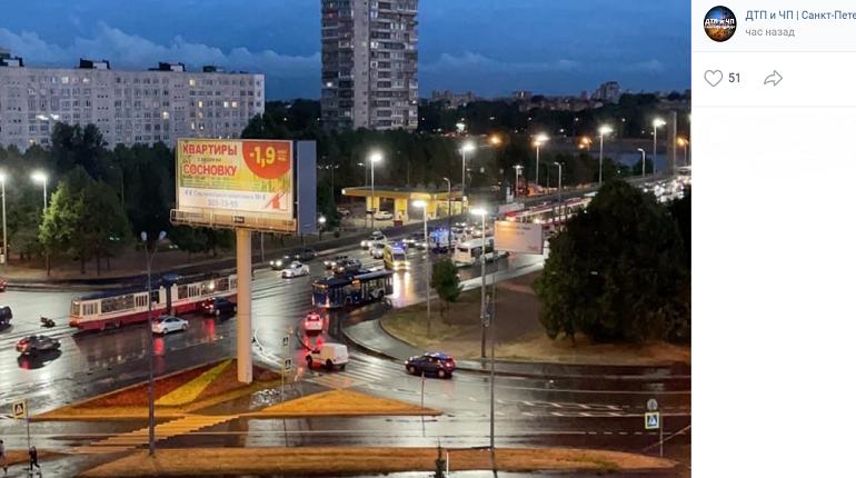 На съезде с Володарского моста сбили мотоциклиста