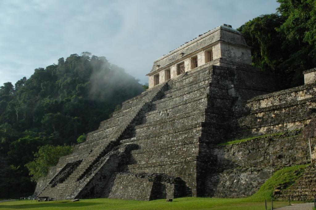Ученые пытаются разгадать загадки цивилизации майя через древние человеческие фекалии