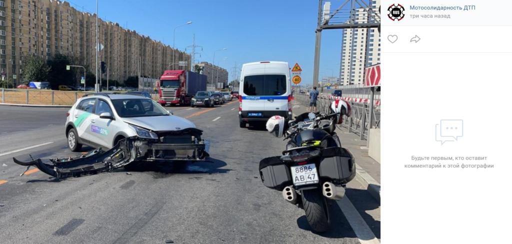 Мотоциклист пострадал в ДТП с каршерингом на Дунайском проспекте Петербурга