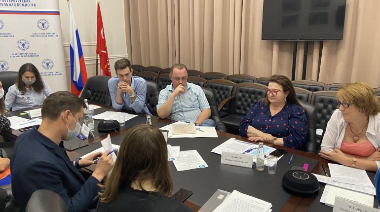 ЛДПР представила в петербургский Избирком документы для заверения списка кандидатов в ЗакС