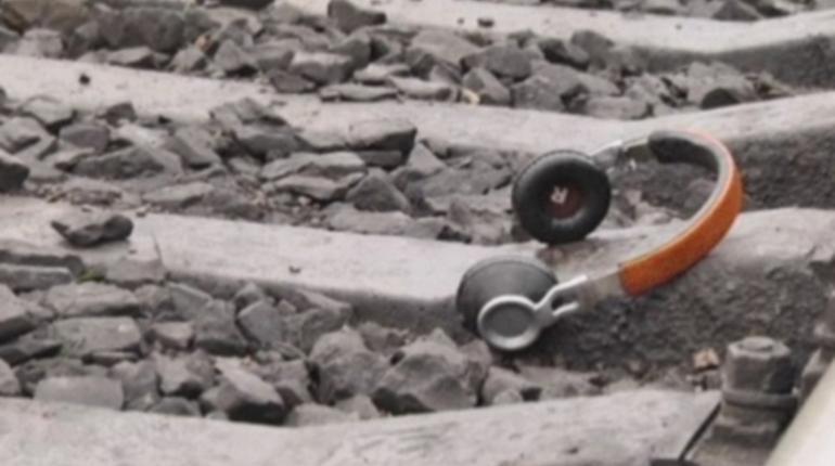 Подросток попал под электричку в Ленобласти и выжил