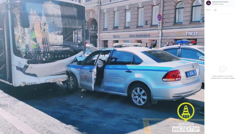 Полицейский получил сотрясение мозга при столкновении с автобусом у «Василеостровской»