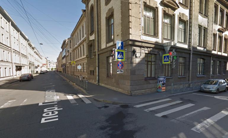 Женщина пострадала в ДТП с микроавтобусом в центре Петербурга