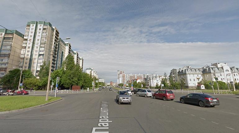 Нарушающего ПДД лихача на Tesla заметили в Приморском районе
