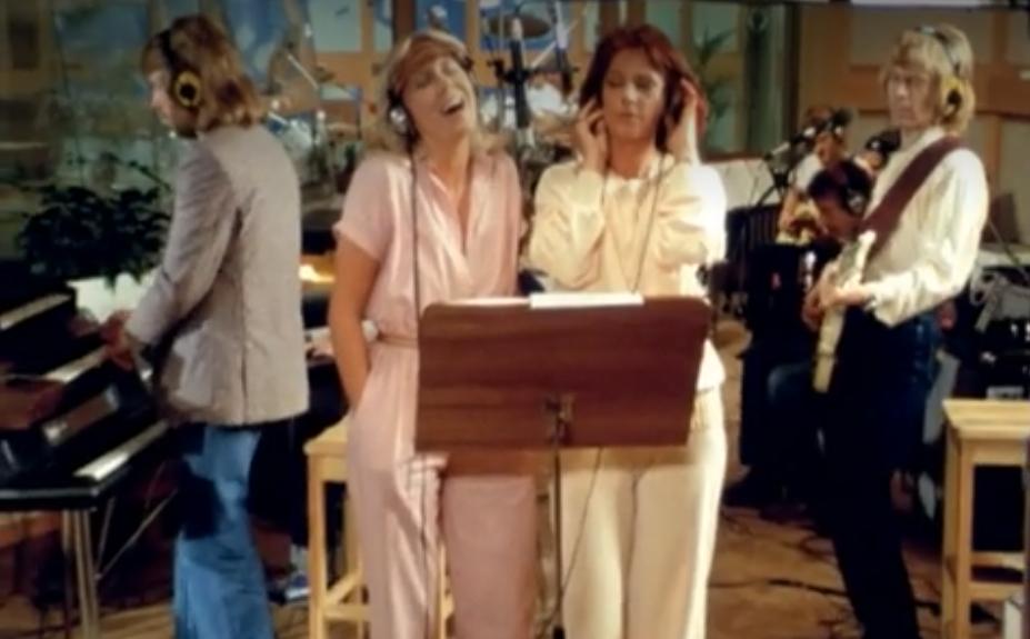 Альбом ABBA продержался в хит-параде Великобритании тысячу недель и поставил новый рекорд