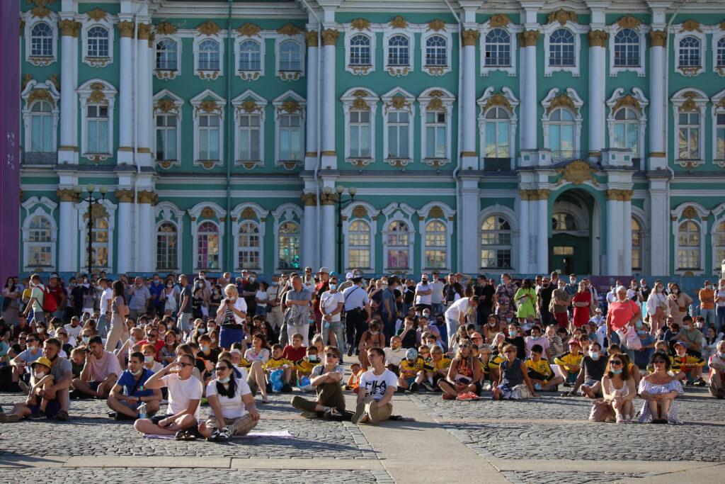 Россияне за год увеличили расходы на путешествия до Петербурга в 6,5 раз