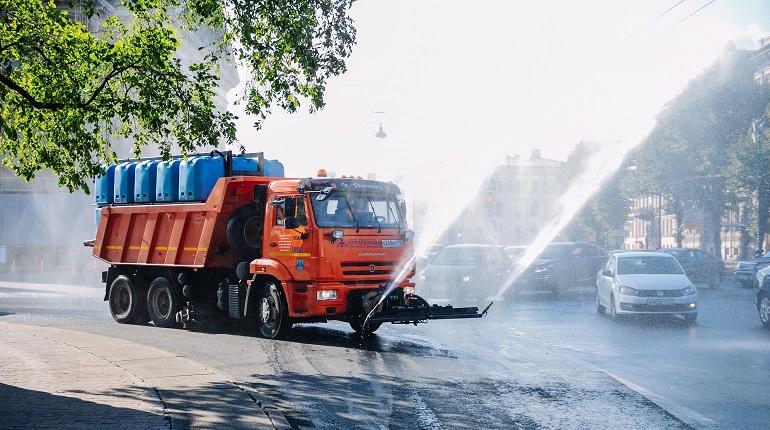 На мытье дорог в Петербурге за неделю потратили больше 7 тысяч кубометров воды