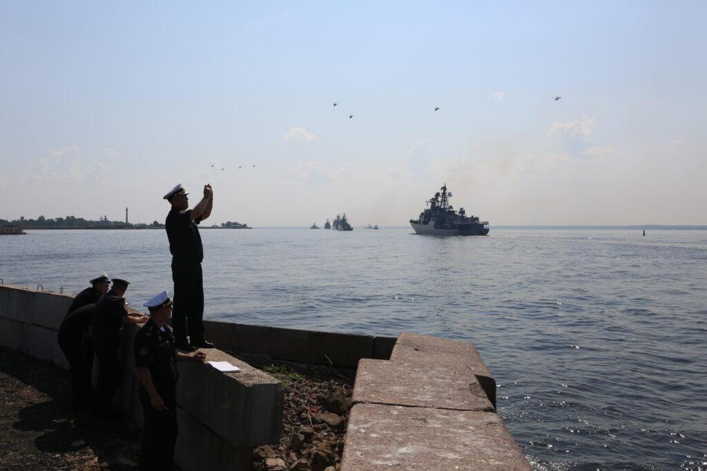 Фоторепортаж: в Кронштадте прошла репетиция парада ВМФ