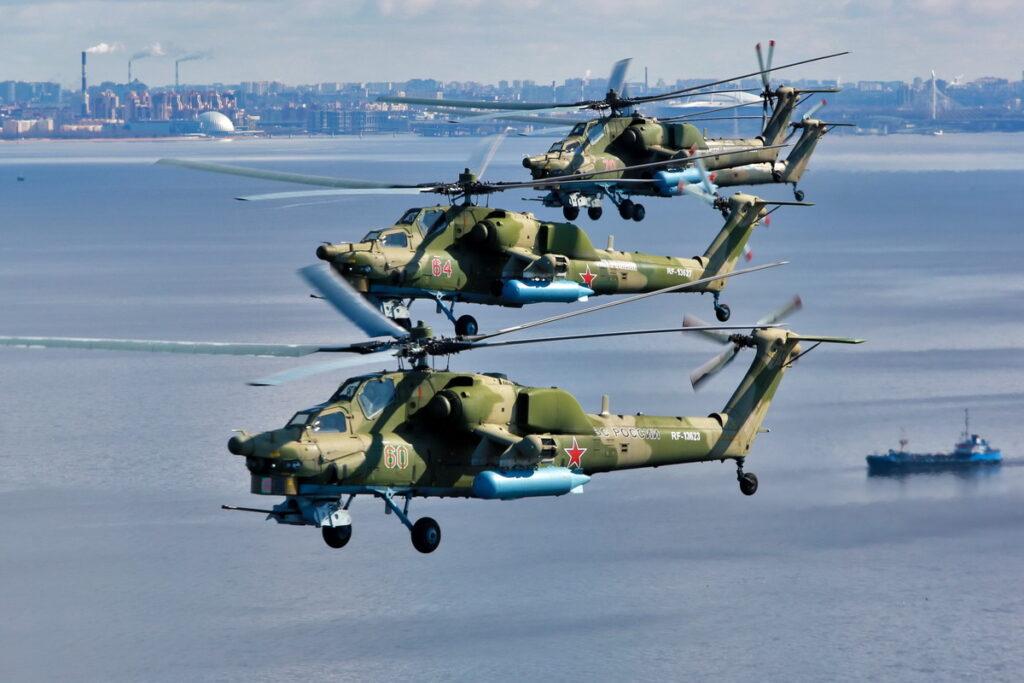 В Петербурге прошла первая тренировка авиации к параду ВМФ