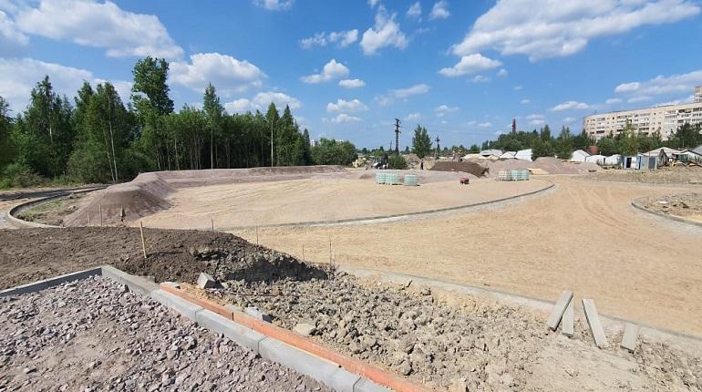 В Металлострое к сентябрю появится новый парк со спортивными площадками и памп-треком