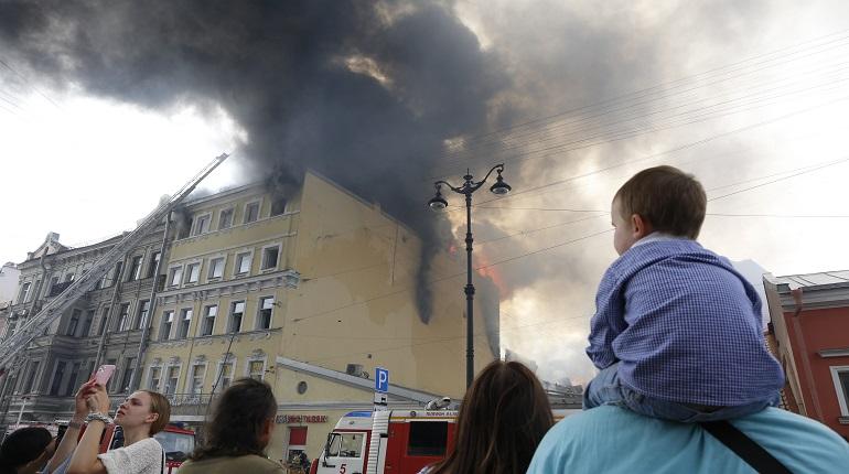 Ранг пожара на Лиговском повысился до №3 — его тушат почти 90 пожарных