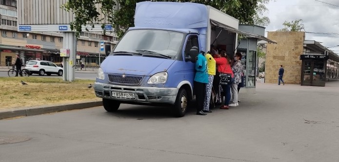 Жители Купчино недовольны разгулом уличной торговли