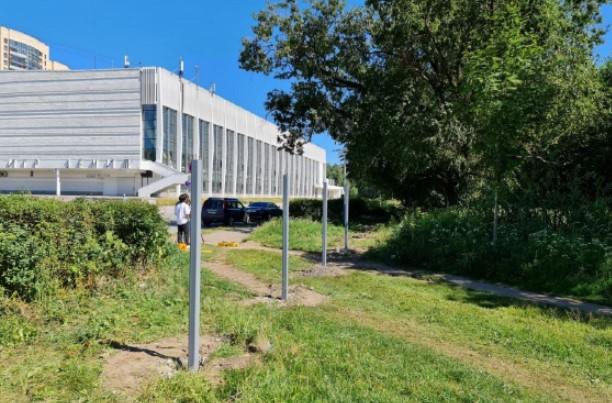Во «Дворце Зенита» заявили, что жителям нужен не проход в Пискаревский парк, а бесплатная парковка