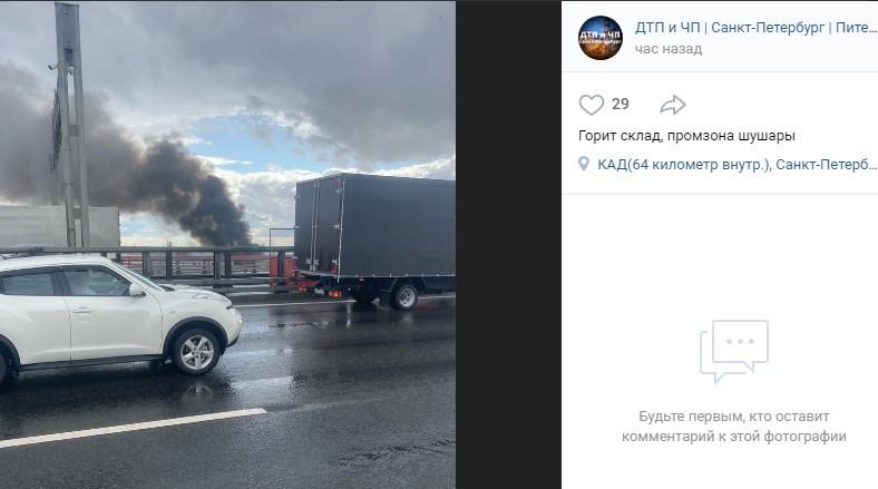 Почти 50 пожарных тушат горящий склад в Шушарах