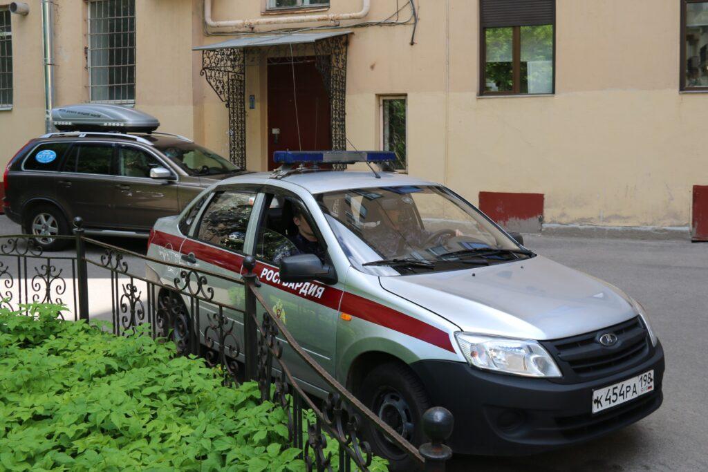 В Красногвардейском районе задержали мужчину с окровавленным ножом в руках