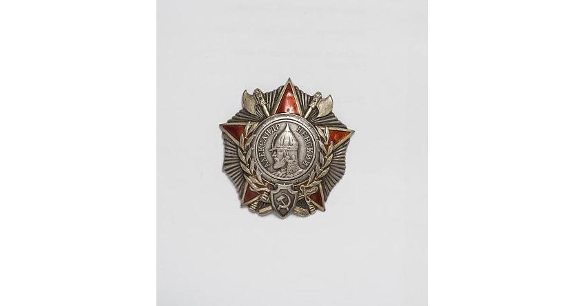 Неизвестные заменили орден Александра Невского покойного командира Красной армии на муляж