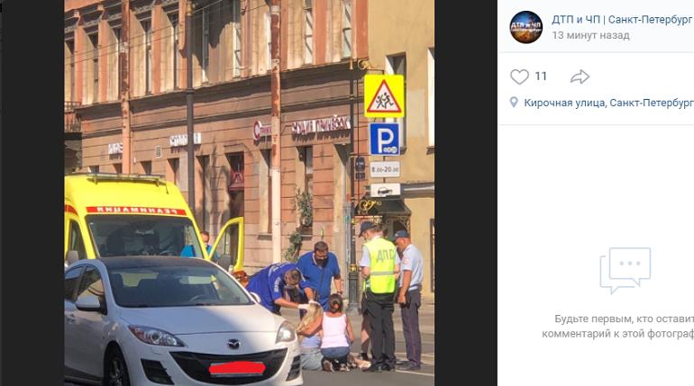 Автомобиль сбил девушку на Кирочной, на место прибыли медики и полиция
