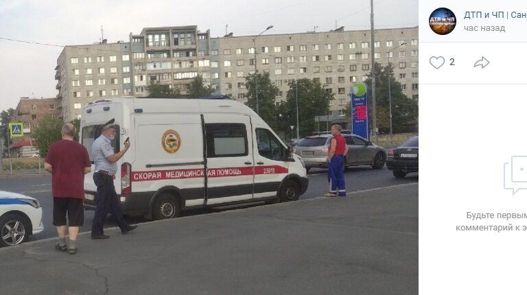 В Невском районе велосипедиста увезли на «скорой» после ДТП