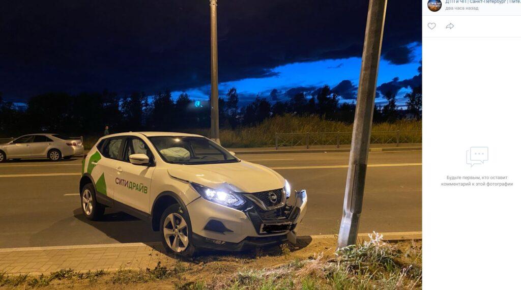 В Петербурге в ночь со среды на четверг три каршеринговых автомобиля попали в ДТП