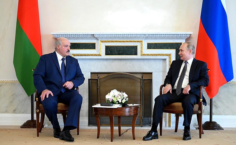 Петербургская жара расстроила Лукашенко
