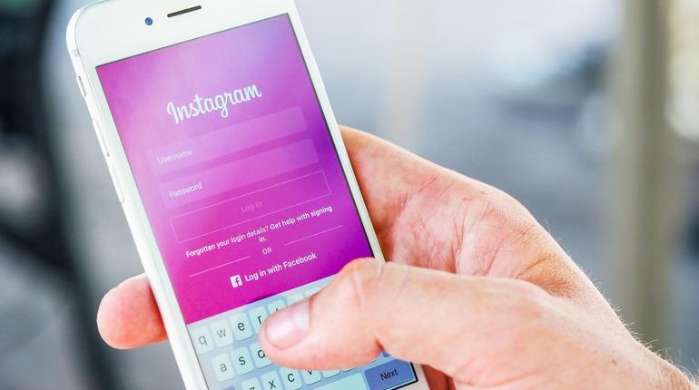 Радость для блогеров: в Instagram появился переводчик для сториз