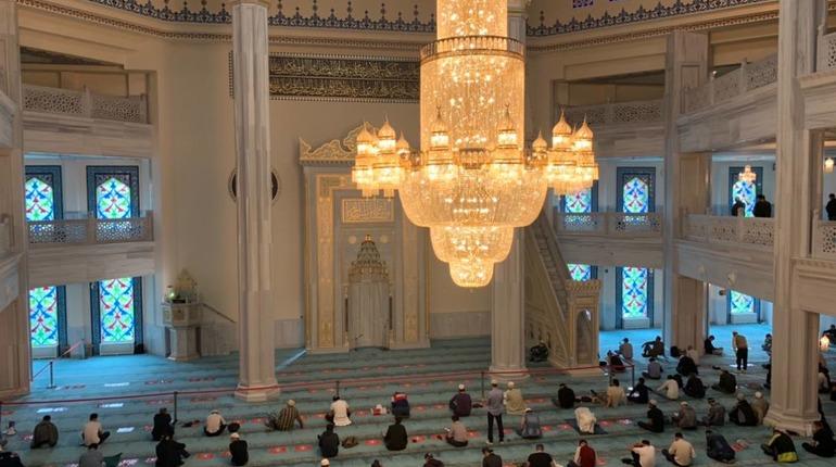 Мусульмане отмечают Курбан-байрам: о традициях и праздновании