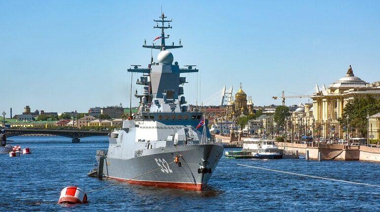 Из-за дневных репетиций ко Дню ВМФ в Петербурге ограничат движение