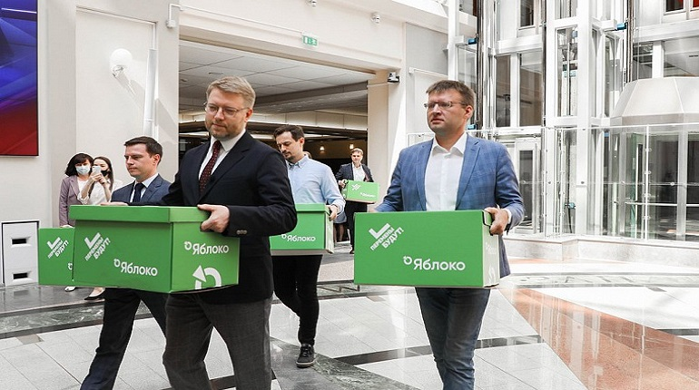 «Яблоко» и «Российский общенародный союз» представили в ЦИК списки кандидатов на выборы в Госдуму