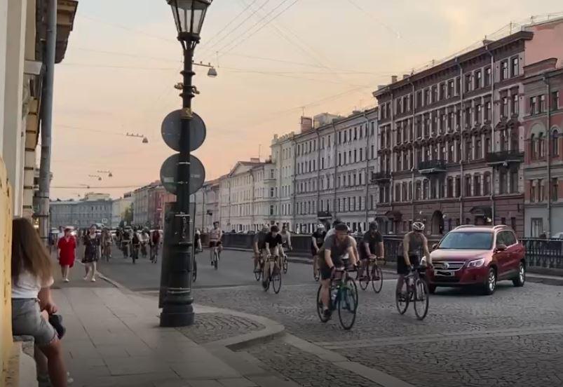 Центр Петербурга перекрыт из-за стартовавшего велопробега «La Strada»
