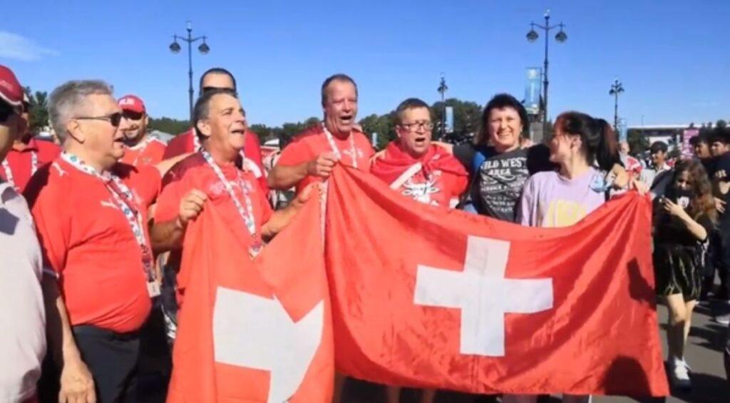 Швейцарские болельщики исполнили гимн России перед матчем Евро-2020 в Петербурге