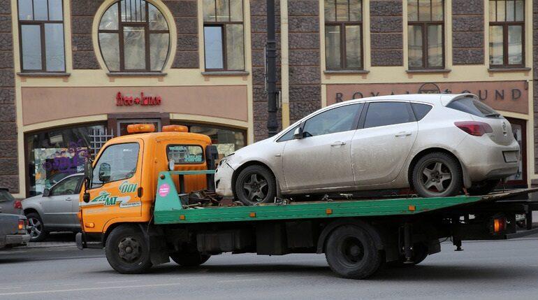Комтранс Петербурга назвал улицы, на которых будут штрафовать нарушителей парковки