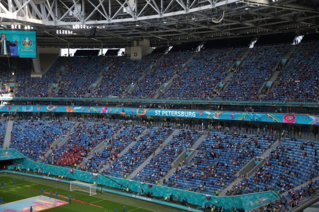 Финнов оштрафовали на 5000 рублей за непристойные жесты бельгийским болельщикам во время матча