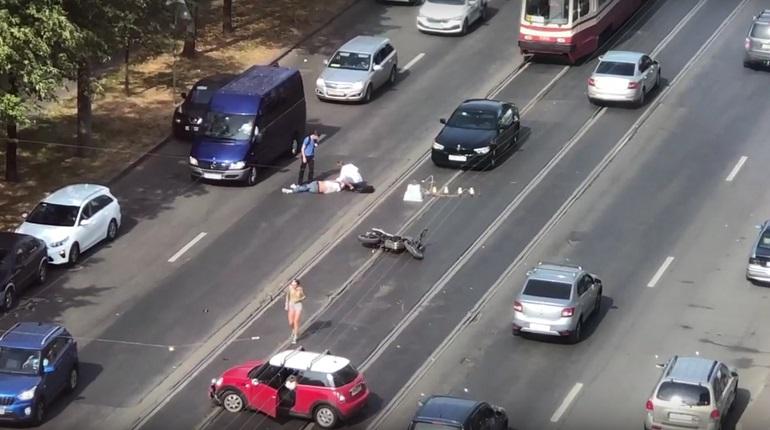 На Торжковой улице мотоциклист пролетел несколько метров после столкновения с иномаркой