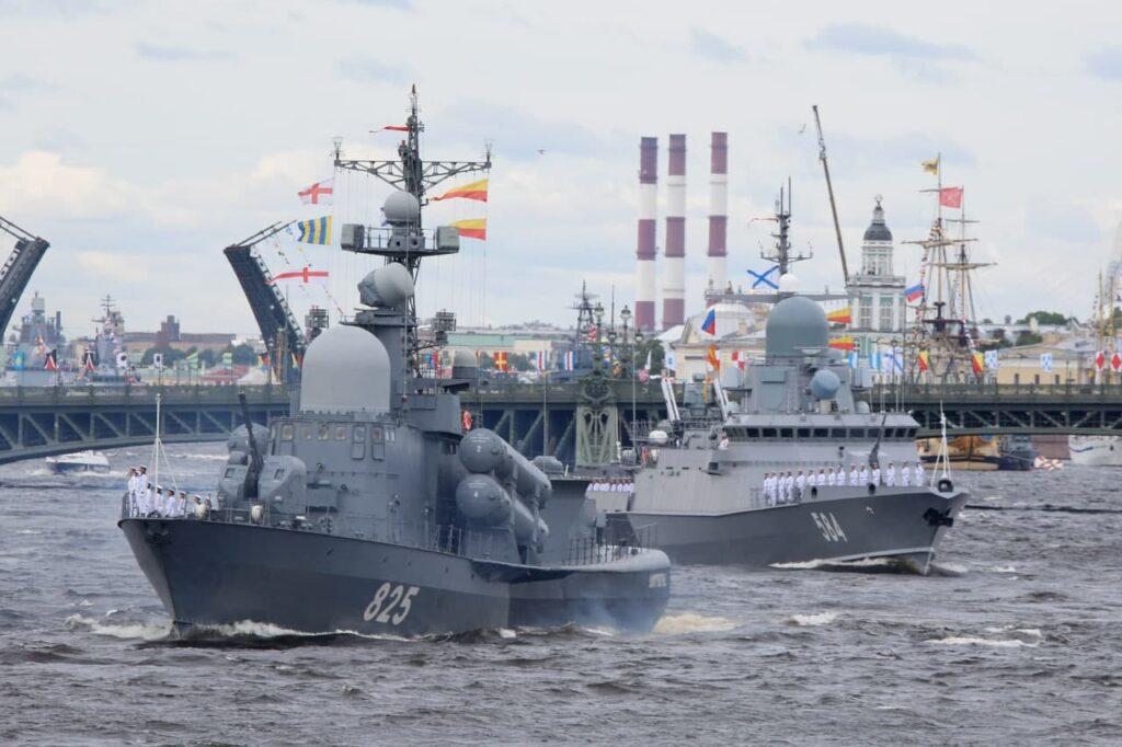 В Петербурге прошла репетиция парада в честь Дня ВМФ