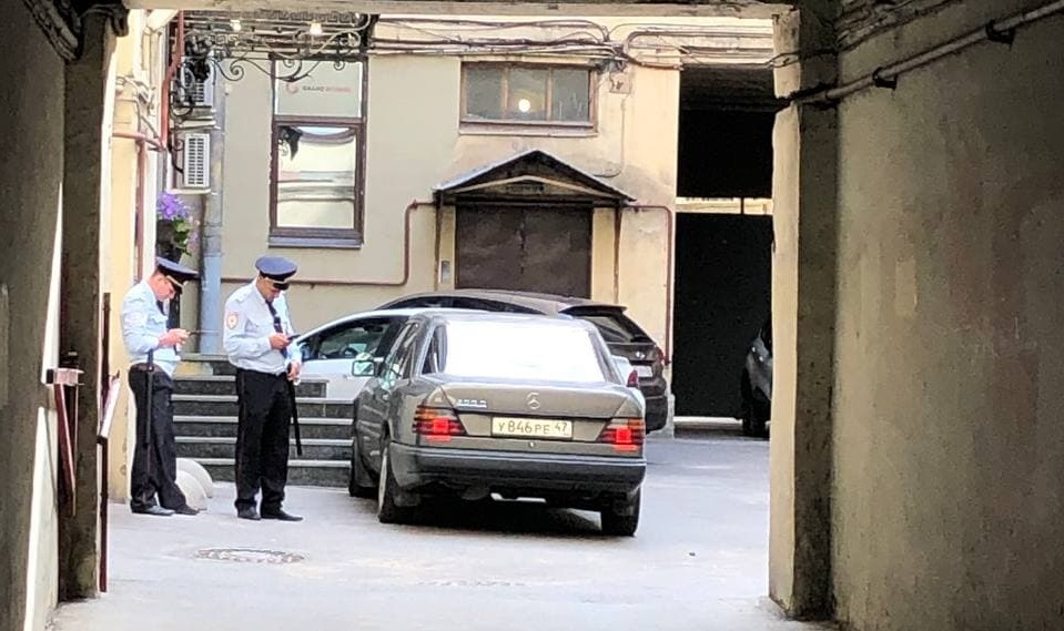 На проспектах и во дворах Петербурга перед военно-морским парадом дежурит полиция