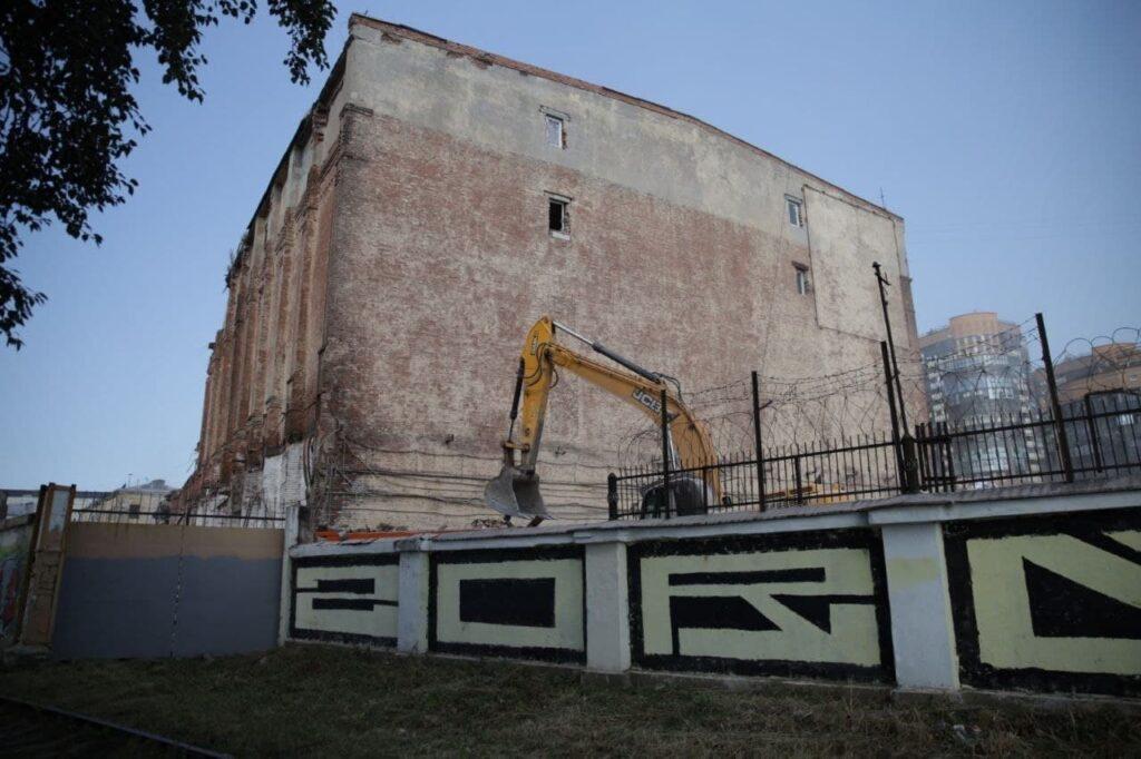 Судебные приставы подтвердили требования по остановке сноса зданий на Шкапина