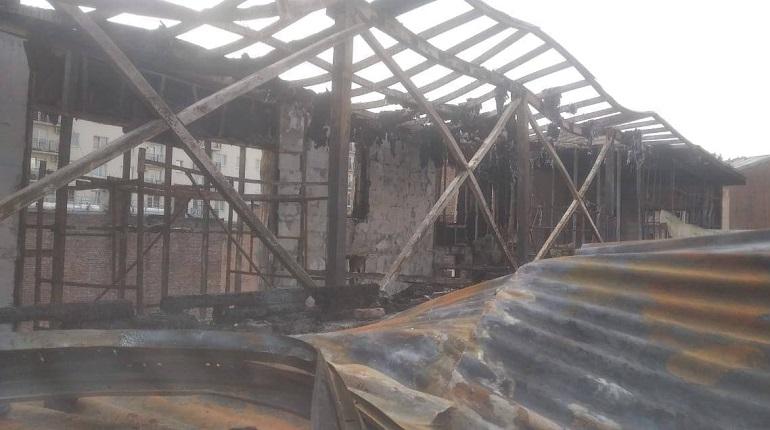 Фото: разбор завалов после пожара на Лиговском продолжается