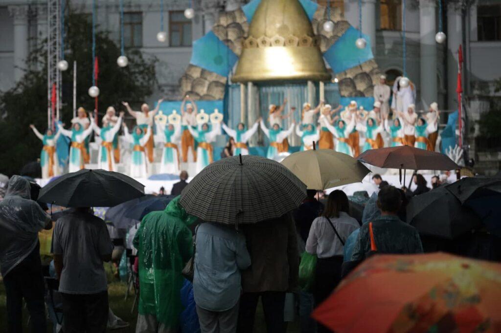 Под дождем прошел петербургский фестиваль «Опера — всем»