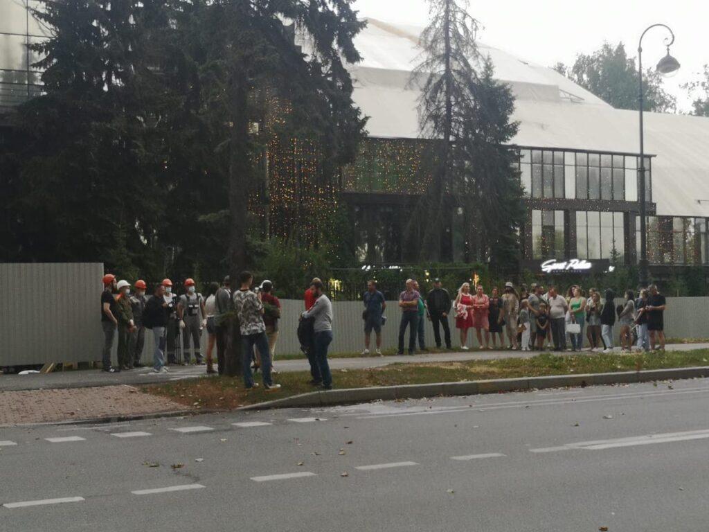 Сотрудники и клиенты провели акцию против демонтажа Sport Palace