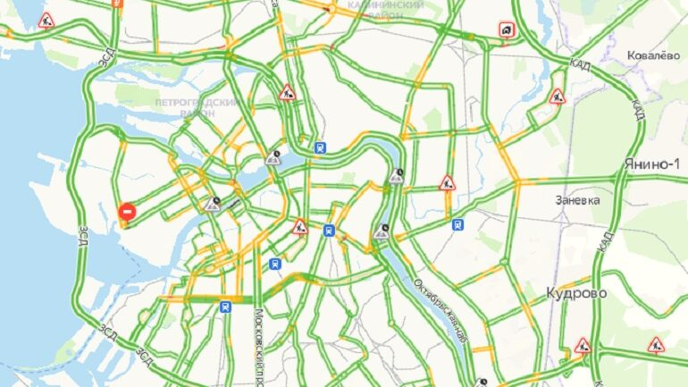 Утром субботы на дорогах Петербурга почти нет машин: пробки в 1 балл