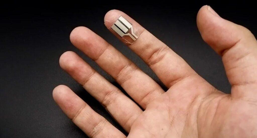 Инженеры из США разработали «пластырь», генерирующий электричество из пота даже во сне