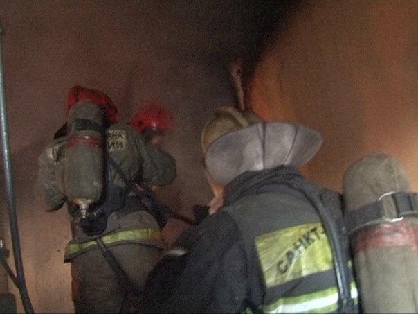 В результате пожара в «трёшке» на Пионерстроя пострадали два человека