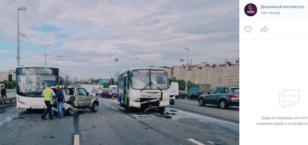 Полиция проводит проверку после ДТП с участием автобусов на Володарском мосту