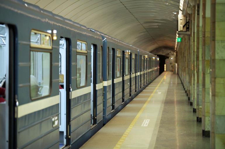 В метро Петербурга хотят штрафовать за наготу и вонючую одежду