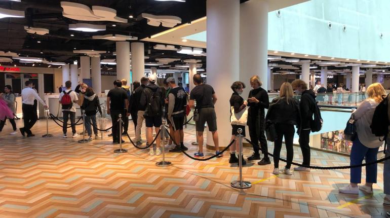 Фуд-корт «Галереи» собирает очереди по 50 человек весь день