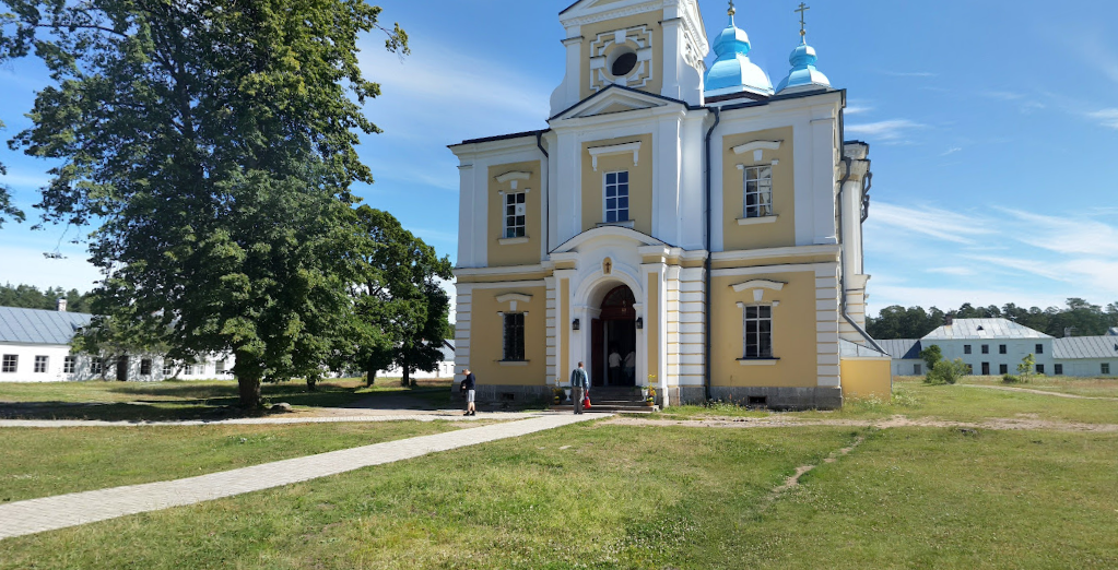 Путин стал чаще приезжать в Ленобласть — сегодня он посетил Коневский монастырь